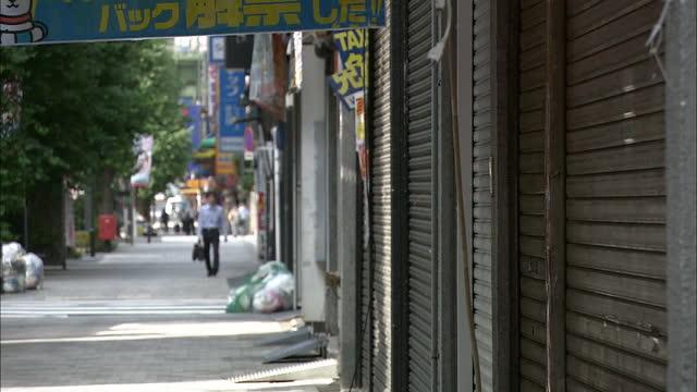 stockvideo's en b-roll-footage met akihabara electric town with shutters close, tokyo, japan - luik architectonisch element