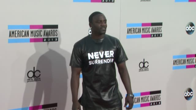 akon at 2013 american music awards arrivals in los angeles ca - 2013 american music awards stock videos & royalty-free footage
