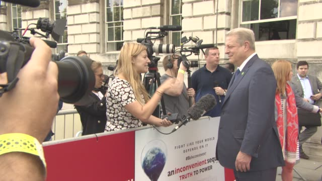 al gore at 'an inconvenient sequel truth to power' uk film premiere on august 10 2017 in london england - ドキュメンタリー映画点の映像素材/bロール