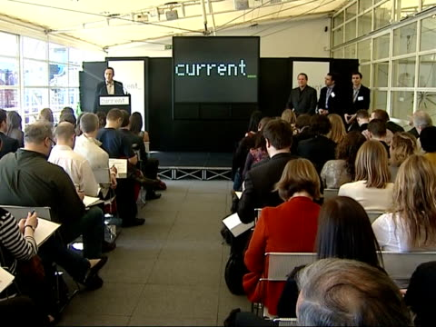 vídeos de stock, filmes e b-roll de al gore in london for launch of current tv england london int al gore along to sit down at front of room for launch of new television channel... - a. gore