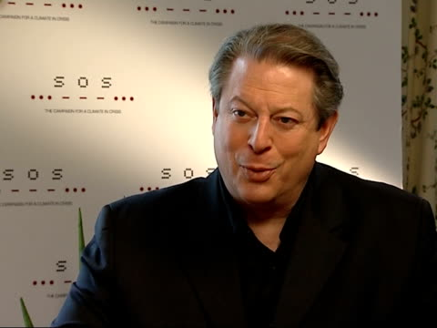 vídeos de stock, filmes e b-roll de london int al gore interview sot discusses forthcoming live earth series of concerts and efforts to raise awareness of global warming - gore
