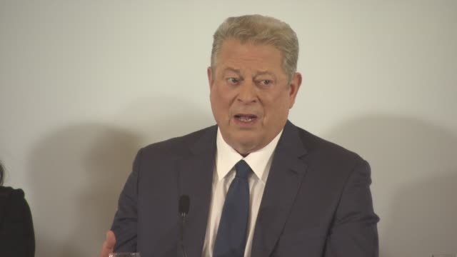 vídeos de stock, filmes e b-roll de interview al gore on the position of trump's administration on global warming in the us at 'an inconvenient sequel' press conference at palais des... - gore