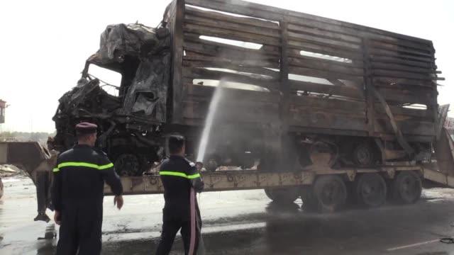 vídeos de stock, filmes e b-roll de al menos 14 personas murieron en un atentado suicida en bagdad reivindicado por el grupo yihadista estado islamico informaron autoridades locales una... - irak