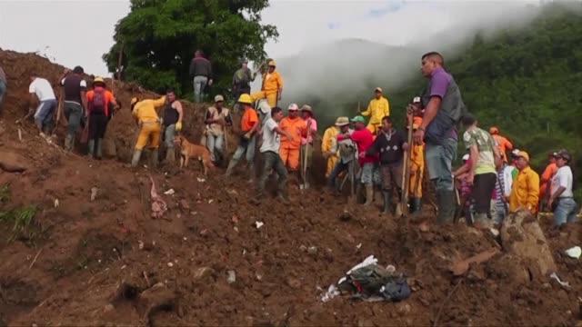 al menos 20 cadaveres han sido rescatados del municipio rural de rosas en el suroeste de colombia donde ocurrio un deslave por la temporada invernal... - numero stock videos & royalty-free footage