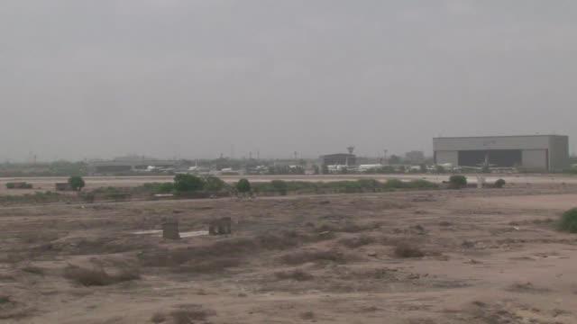 Al menos 28 personas murieron en un asalto al aeropuerto mas importante de Pakistan
