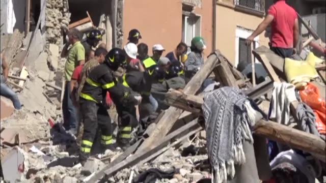 Al menos 38 personas murieron en el devastador sismo que sacudió la madrugada del miercoles dos regiones del centro de Italia un numero destinado a...