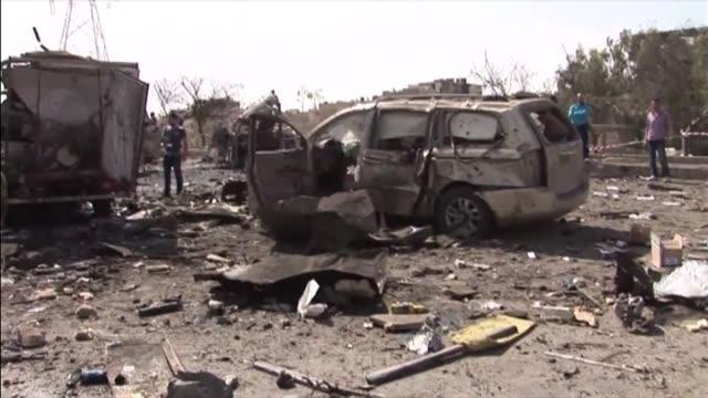 al menos 40 personas murieron y 170 resultaron heridas en damasco voiced 40 muertos en atentado en siria on may 10 2012 in damascus syria - personas stock videos & royalty-free footage