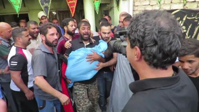 vídeos de stock, filmes e b-roll de al menos 46 personas murieron el sabado en irak en varios ataques incluido un atentado suicida reivindicado por el grupo yihadista estado islamico en... - irak