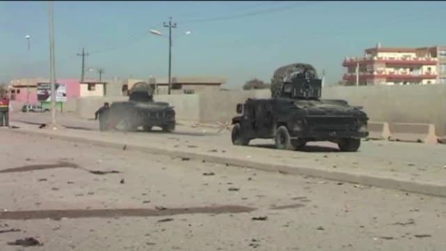 al menos 49 personas murieron el martes en una serie de atentados coordinados en varias ciudades de irak al cumplirse el noveno aniversario de la... - irak stock videos and b-roll footage