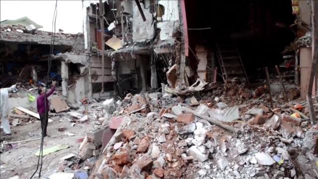 al menos 85 personas murieron este sabado por la explosion de una bombona de gas en un frecuentado restaurante del estado de madhya pradesh centro de... - restaurante stock videos & royalty-free footage