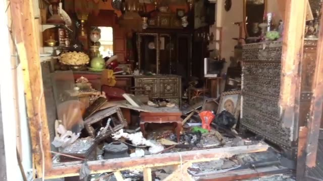 al menos cuatro personas murieron este jueves en un atentado suicida en un barrio cristiano del casco antiguo de damasco informo la television... - personas stock videos & royalty-free footage
