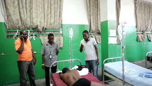 Al menos quince personas que iban sobre una carroza alegorica durante un desfile de Carnaval en Haiti murieron en la madrugada del martes por una...