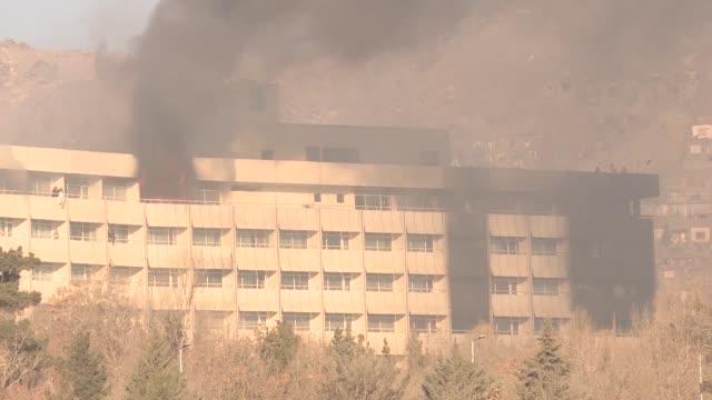 al menos seis personas murieron en el asalto de un hotel de lujo de kabul que termino el domingo por la manana tras doce horas de resistencia por... - taliban stock videos & royalty-free footage