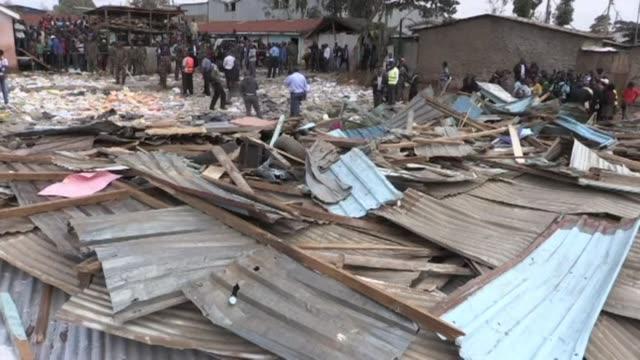 al menos siete ninos murieron en nairobi cuando su aula se derrumbo en la manana del lunes - niños stock videos & royalty-free footage
