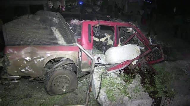 al menos siete personas murieron y otras 10 resultaron heridas este lunes a causa de la explosion de un coche bomba a la entrada de villa somalia - entrada stock videos and b-roll footage