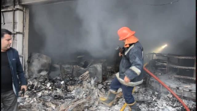 vídeos y material grabado en eventos de stock de al menos tres personas murieron y cinco resultaron heridas este viernes en la explosion de un coche bomba cerca del consulado de estados unidos en la... - ee.uu