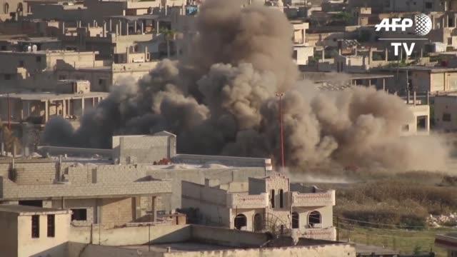 al menos una veintena de civiles murieron el martes entre ellos nueve niños en la provincia de idlib el ultimo bastion yihadista en siria y la vecina... - bomb stock videos & royalty-free footage