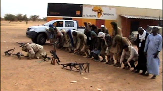 al qaeda militants seize vast area of northern mali northern mali ext various of islamic militants kneeling and praying in desert - マリ点の映像素材/bロール