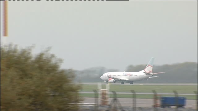 al qaida bombs were carried on passenger planes east midlands airport england derbyshire castle donnington east midlands airport ext aircraft of... - taxiway stock-videos und b-roll-filmmaterial