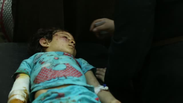 vídeos de stock, filmes e b-roll de al razi hospital is in syrian government controlled area of aleppo city children were wounded during shelling by armed opposition forces - dano físico