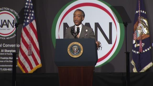 al sharpton introduces president barack obama as keynote speaker at nan convention 2014 on april 11 2014 in new york city - 政治集会点の映像素材/bロール