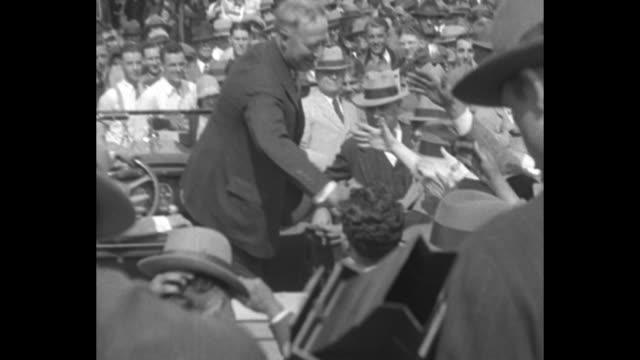 stockvideo's en b-roll-footage met [9/18/1928] al smith democratic party candidate standing up in car waving at crowd around him / smith standing at train depot in omaha with omaha... - al smith