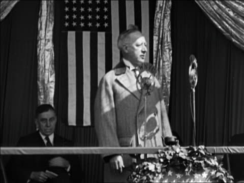 stockvideo's en b-roll-footage met al smith giving speech during reelection campaign with us flag in background / nyc / documentary - al smith
