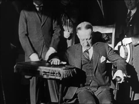 vídeos de stock e filmes b-roll de al smith sitting in chair outdoors crossing legs / documentary - al smith