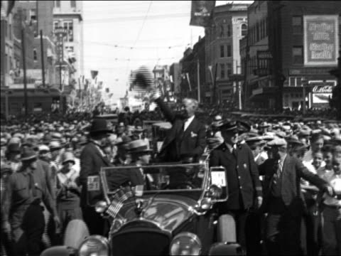 vídeos y material grabado en eventos de stock de al smith standing in car in parade + waving hat / documentary - 1928