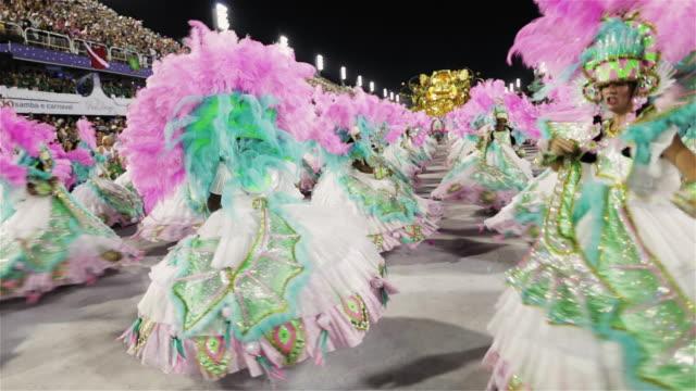stockvideo's en b-roll-footage met ms ala das baianas dance in rio carnival parade / rio de janeiro, brazil - op een rij