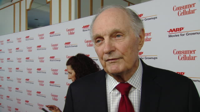 alan alda on why it was important for him to be here to present noah baumbach with this honor, why marriage story connects with all audiences, what... - alan alda bildbanksvideor och videomaterial från bakom kulisserna