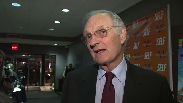 alan alda talks about his character in the film, the struggles his character had to face in the movie and what it was like working with the cat. at... - alan alda bildbanksvideor och videomaterial från bakom kulisserna