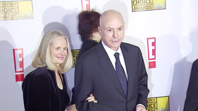 alan arkin and guest at the broadcast film critics association's 2007 critic's choice awards at santa monica civic auditorium in santa monica,... - ブロードキャスト映画批評家協会点の映像素材/bロール