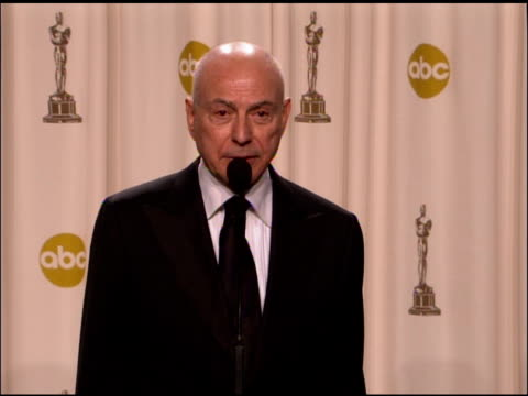 alan arkin winner best actor in a supporting role for �little miss sunshine� at the 2007 academy awards at the kodak theatre in hollywood california... - best supporting actor stock videos & royalty-free footage