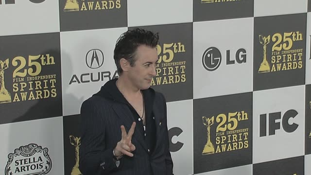 alan cumming at the 2010 film independent's spirit awards arrivals at los angeles ca - alan cumming stock videos and b-roll footage
