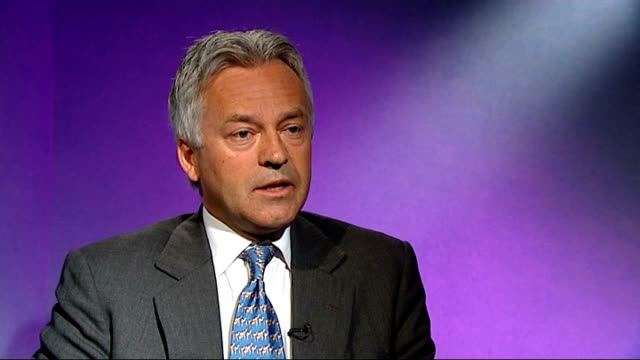 alan duncan mp interview sot - alan duncan stock-videos und b-roll-filmmaterial