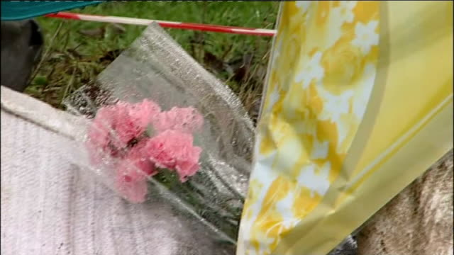 police appeal for help england south yorkshire sheffield high green ext police tape cordon and barriers at scene where alan greaves was found with... - 非常線点の映像素材/bロール