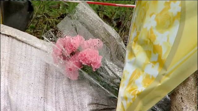 police arrest 21 year old man england sheffield high green ext floral tribute on cordoned off fence close shot floral tributes soft toy tied to... - 非常線点の映像素材/bロール