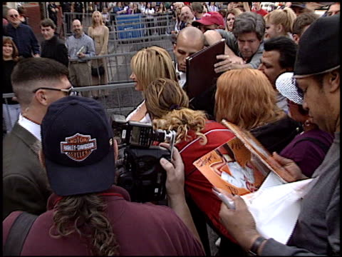 vídeos y material grabado en eventos de stock de alan hamill at the dediction of suzanne somers' walk of fame star at the hollywood walk of fame in hollywood, california on january 24, 2003. - suzanne somers