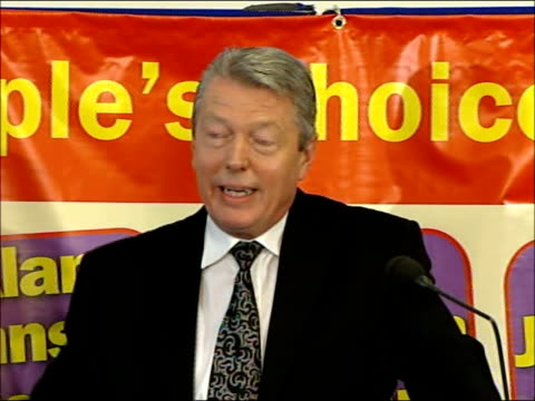 alan johnson deputy leadership campaign announcement england london central hall westminster photography * * alan johnson mp along to microphone on... - thank you englischer satz stock-videos und b-roll-filmmaterial