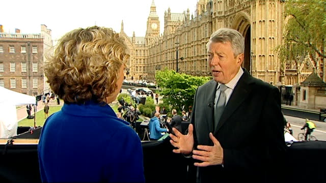 alan johnson mp set-up shots with reporter / interview sot - [on david miliband] he is such a force in politics and so unique in his ability to be... - politics and government点の映像素材/bロール