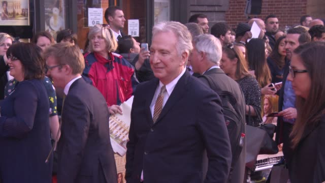 alan rickman at 'a little chaos premiere' at odeon kensington on april 13, 2015 in london, england. - アラン・リックマン点の映像素材/bロール
