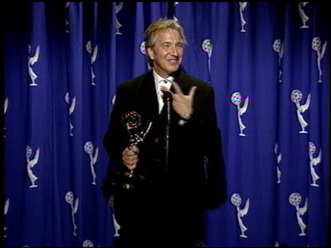 alan rickman at the 1996 emmy awards press room at the pasadena civic auditorium in pasadena, california on september 8, 1996. - アラン・リックマン点の映像素材/bロール