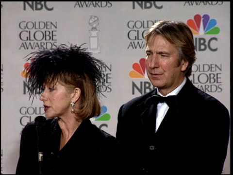 alan rickman at the 1997 golden globe awards at the beverly hilton in beverly hills, california on january 19, 1997. - アラン・リックマン点の映像素材/bロール