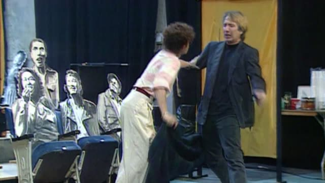 alan rickman dies aged 69; bsp090891018 / 9.8.1991 scotland: edinburgh int rickman and suzanne bertish rehearsing play 'tango at the end of winter'... - アラン・リックマン点の映像素材/bロール