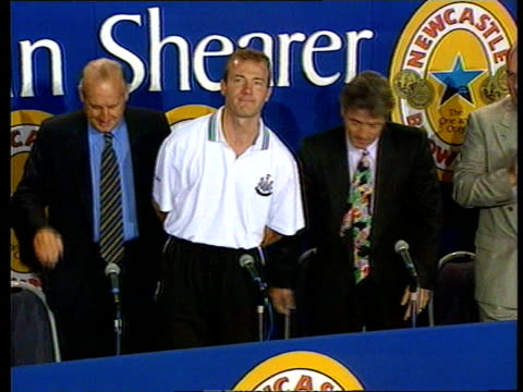 alan shearer joins newcastle united:; b)c4n: england: newcastle: st james' park: ext tls sir john hall sat on stage for pkf with kevin keegan as alan... - newcastle upon tyne stock videos & royalty-free footage