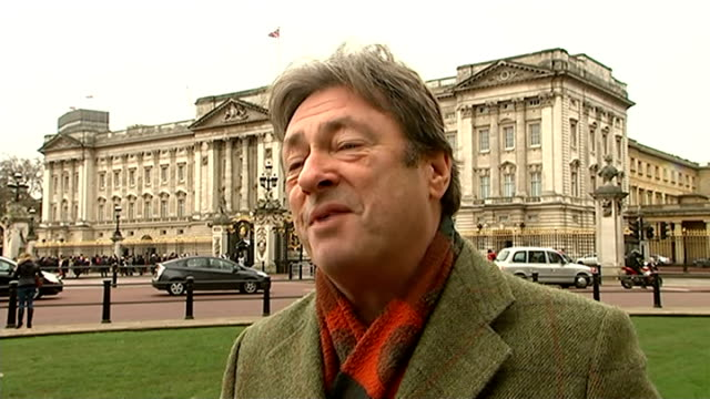 alan titchmarsh interview on buckingham palace gardens documentary england london buckingham palace ext alan titchmarsh interview sot - alan titchmarsh stock-videos und b-roll-filmmaterial
