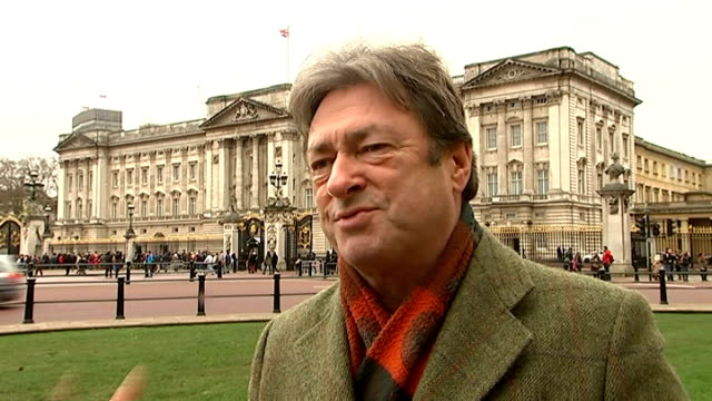 alan titchmarsh interview on buckingham palace gardens documentary england london ext alan titchmarsh interview sot on his documentary on the... - alan titchmarsh stock-videos und b-roll-filmmaterial