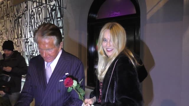 alana stewart joins her exhusband george hamilton for valentine's day dinner at craig's restaurant in west hollywood in celebrity sightings in los... - valentines day stock videos & royalty-free footage
