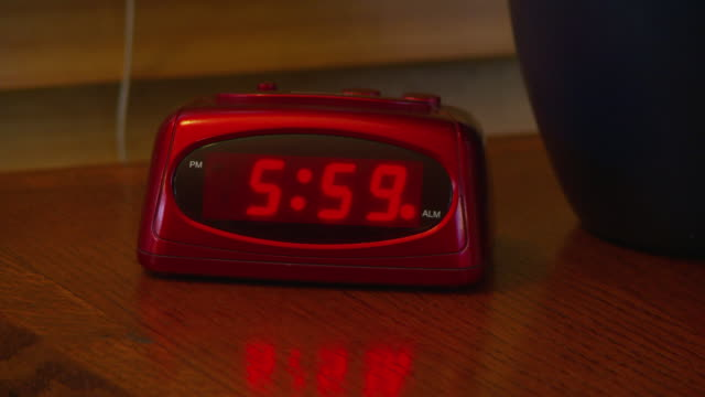 alarm clock going off at 6 am - 数字の6点の映像素材/bロール